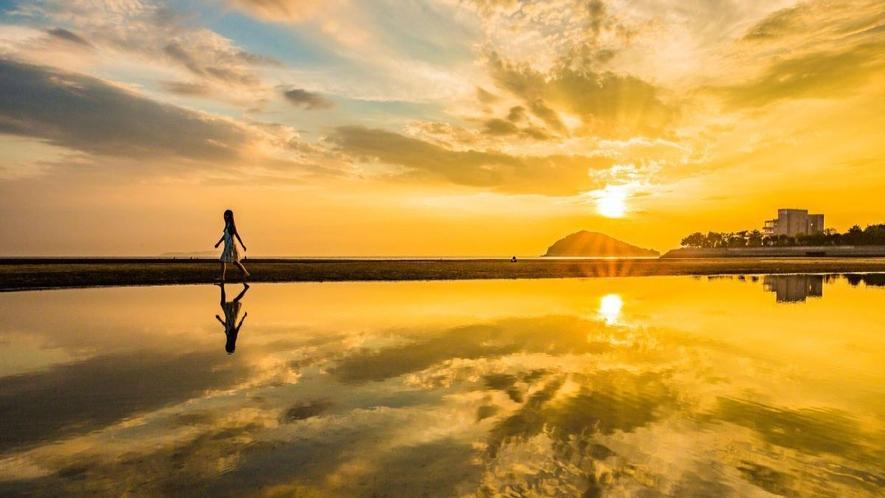 日本のウユニ塩湖 父母ヶ浜の夕日