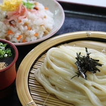 ざるうどんとチラシ寿司