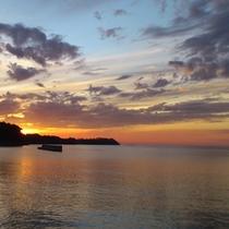 対岸からの8月の夕日
