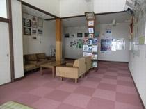 清見里人学校のロビー風景