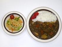 給食センターによる唐揚付カレーライス
