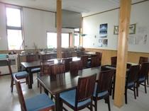 食体験館にある自慢の厨房と食堂