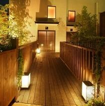 【デザイナーズ離れ】外観・夜のライトアップ