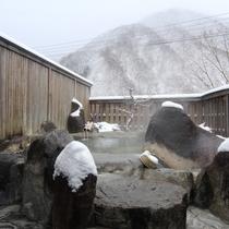 冬季の露天風呂のイメージです