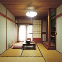 *【1F/和室10畳】洗面・トイレ付。古き良き趣を残す純和風のお部屋です。