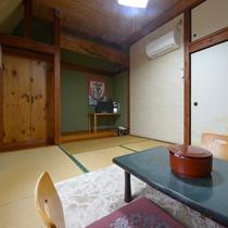 【2F/和室6畳】昔ながらの温もりのあるお部屋です。
