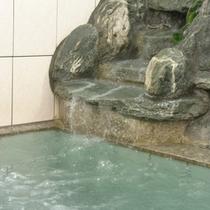 *【お風呂】人工のラジウム温泉風呂。のんびりつかって、疲れを癒しましょう!