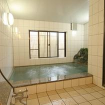 *【お風呂】人工のラジウム温泉風呂。足をのばして湯ったり♪