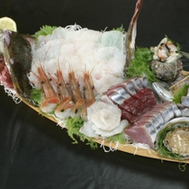 *【舟盛り】地魚を豪快に盛り込んでおります。新鮮な味覚に舌鼓。