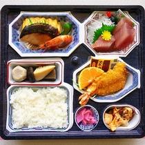 夕食:地元仕出し屋さんのお弁当(写真はイメージです)