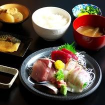 夕食:みなと食堂・造り盛り定食(写真はイメージです)