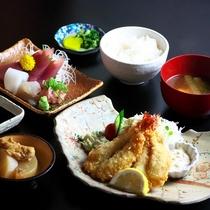 夕食:みなと食堂・よくばり定食(写真はイメージです)