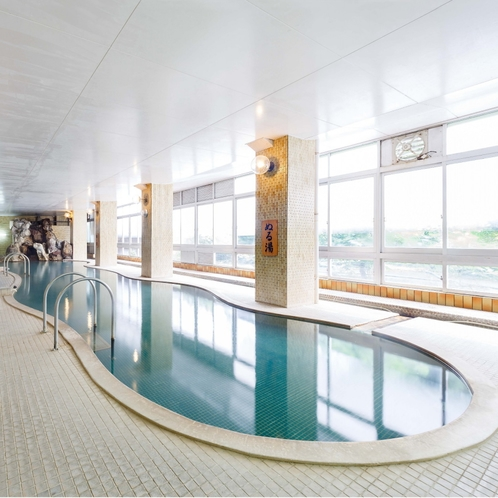 土湯温泉一を誇る、長さ20mの大浴場!のびのびと入浴できる山根屋自慢のお風呂。