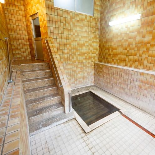 「上の湯」は、体を癒す為の湯治専用のお風呂です。無料で貸切することもできます。(夏季限定)