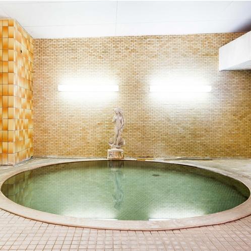 大浴場の奥にある丸い神秘的な浴槽
