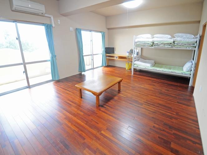 【客室:ファミリー洋室】二段ベッドとお布団利用で多人数にも対応可能