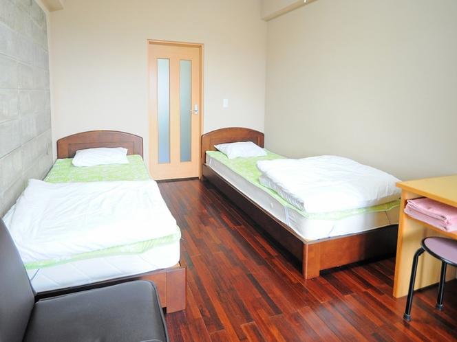 【客室:洋室ツイン】清潔感を大切に、シンプルなお部屋となっています