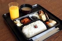 ご朝食は和食弁当でございます