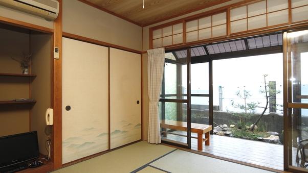 海側和室8畳(大人3名様〜)【Wi-Fi可・禁煙】