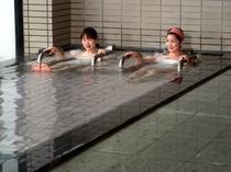 金熊温泉は「金太郎と熊」から名づけられ、美人の湯、子宝の湯として親しまれています