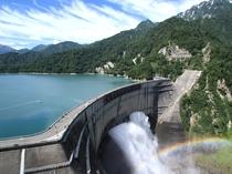 信州随一を誇る観光 黒部ダム!観光放水は大迫力
