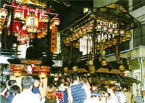 若一王子神社例祭 迫力の舞台曳き