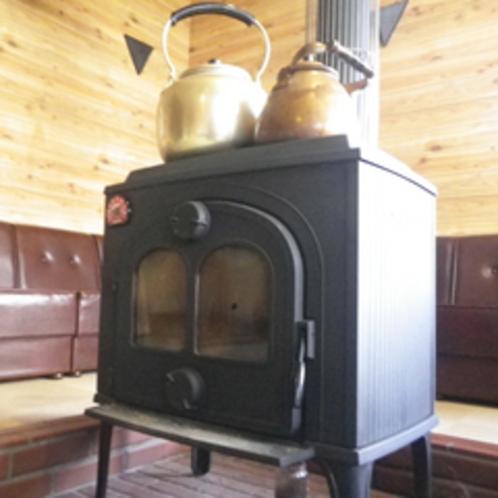 *【館内】冬は暖炉を囲みながら、ゆっくり談笑。
