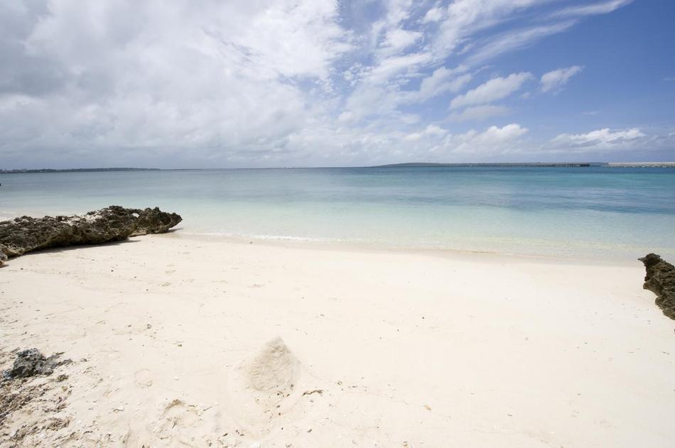 ヴィラの前のプライベートビーチ