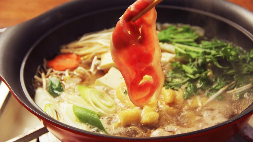 旨みが凝縮された鴨鍋は極上の味わい…( ´艸`)