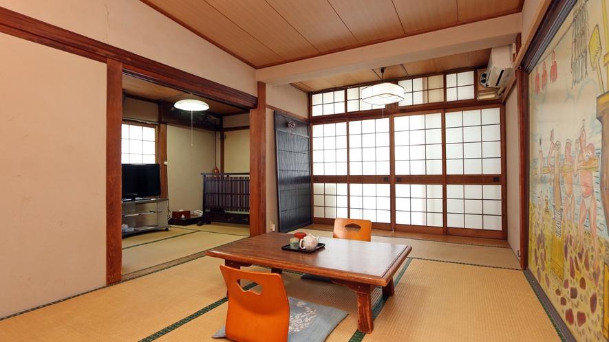 ほっこり寛げるおまかせ和室。建物は古いですが、創業以来の趣がある和室です。 (4)