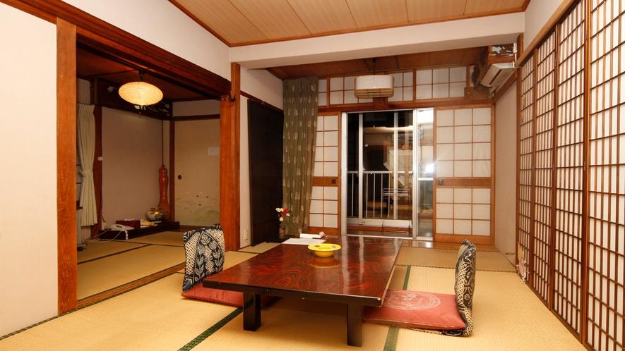 ほっこり寛げるおまかせ和室。建物は古いですが、創業以来の趣がある和室です。 (2)