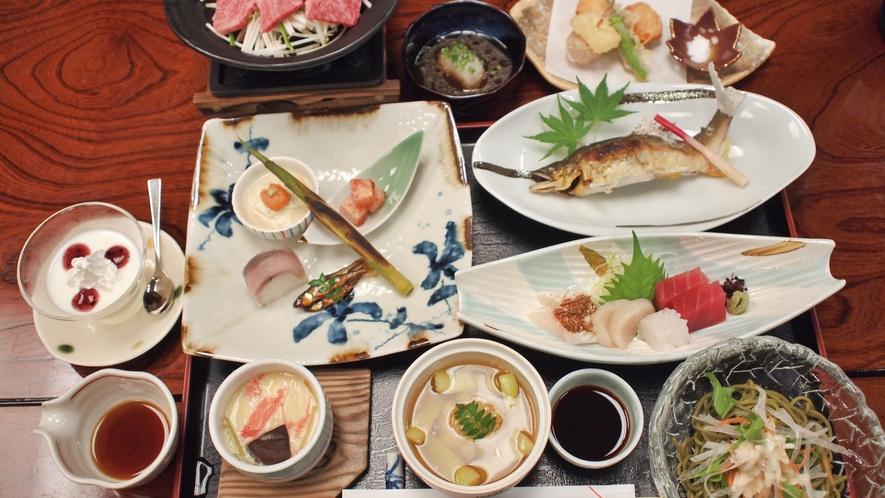 *【夕食一例】地元の食材をふんだんにつかったお食事です。
