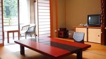 *【和室8畳のお部屋】全室トイレと洗面台完備。窓を開けると山風が心地いい。
