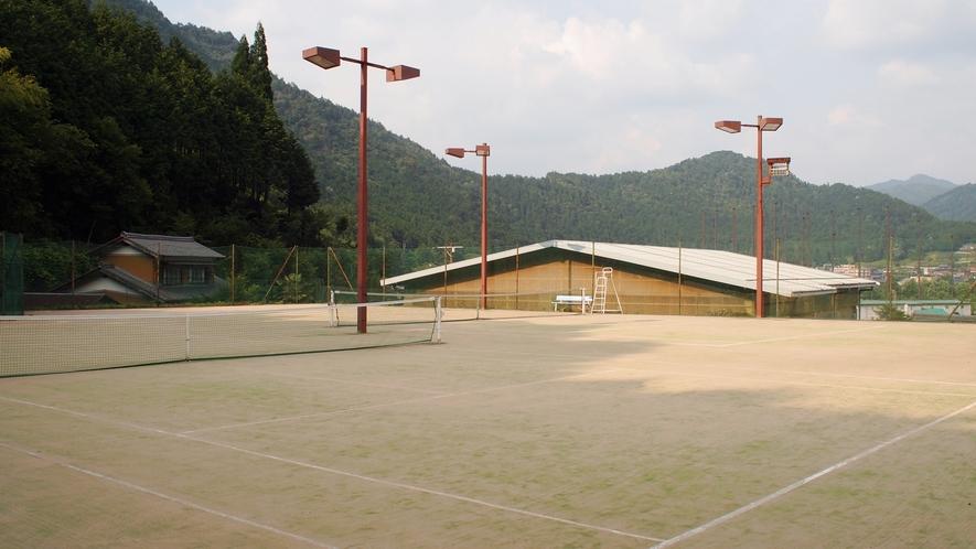 *【テニスコート】敷地内に2面ございます。ナイター利用もOK