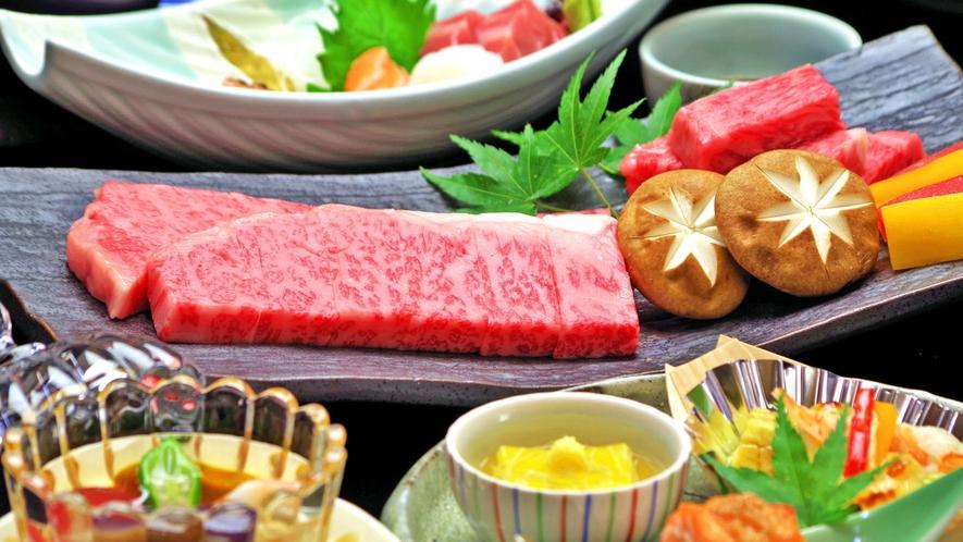 *口の中にじゅわっと広がる霜降り肉は、岐阜のブランド牛【飛騨牛】。そのとろける旨さをお楽しみください