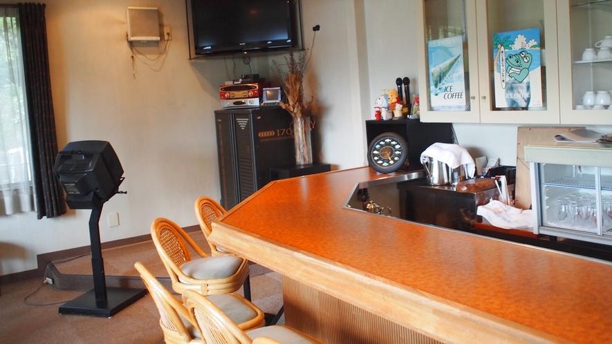 *【喫茶コーナー】カラオケ設備もございます。