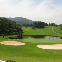 【ゴルフコース】オプションでゴルフプレーも承れます。