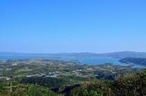 乙羽岳展望台から羽地内海を望む