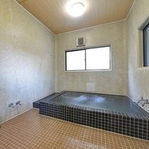 *【風呂一例】シャワーも温泉水なので、湯上りは身体も髪もサラッとすると好評です。