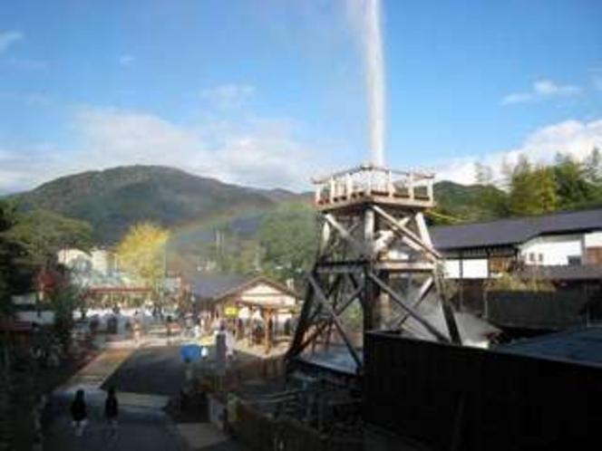 峰温泉、噴湯公園。地上30メートルも温泉が吹き上がります