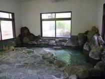 館内の内風呂。男女各1つづつございます。自慢の温泉は源泉100%かけ流し!2