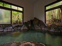 館内の内風呂。男女各1つづつございます。自慢の温泉は源泉100%かけ流し!