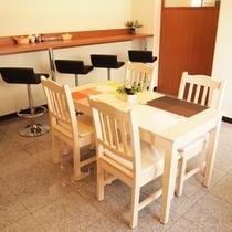 お食事処『華かご』:(7:00〜10:00)朝食はこちらでご用意致します。