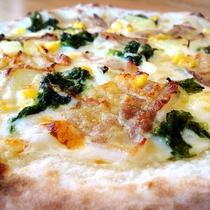 【ランチピザ】安納黒豚のホワイトソースピザ