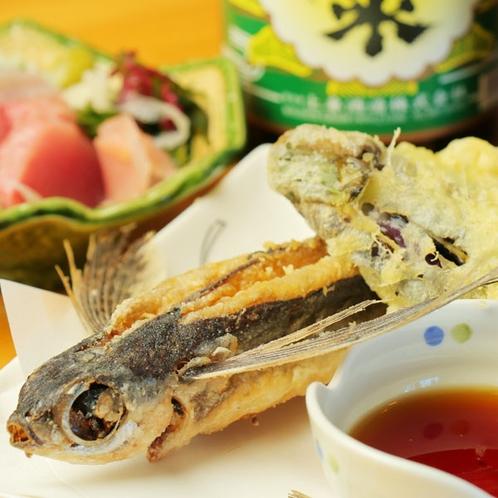 【夕食一例】名物トビウオの唐揚げもぜひご賞味ください!