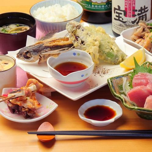 【夕食一例】スタンダードプランでは地元の食材を利用した豊富なメニューをご用意♪