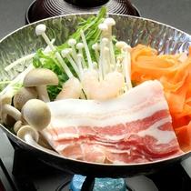 【夕食】種子島ブランド・安納黒豚の鍋料理