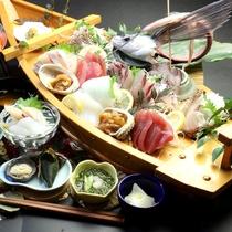 【夕食】6種の船盛コースの一例