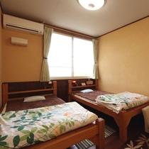【洋室】大自然に囲まれた静かなお部屋です。