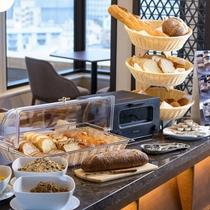 パンの種類に合わせて焼くことができるバルミューダトースターで自家製ブレッドをお召し上がりください。
